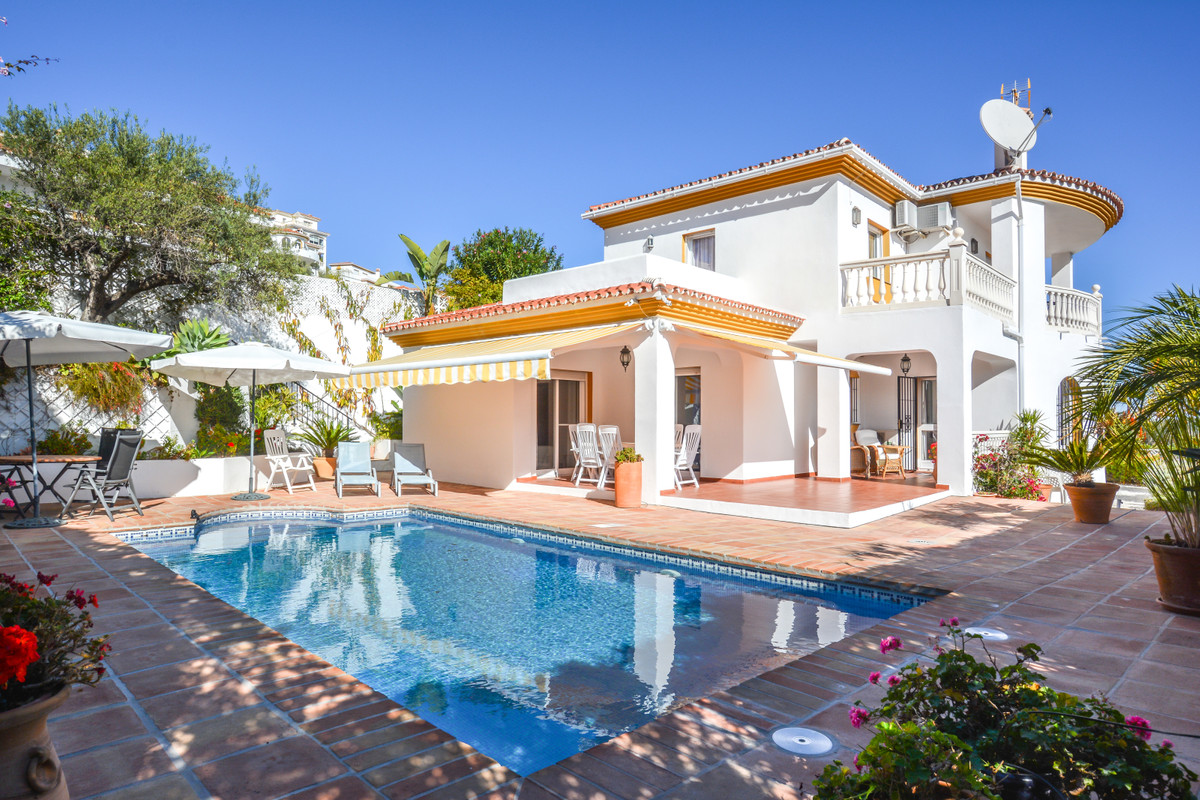 An outstanding well-presented detached villa, located in a quiet residential area on the outskirts o,Spain