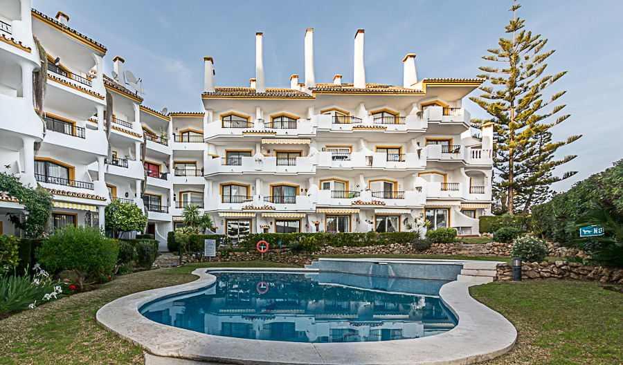 Spacious 3 bedroom triplex penthouse with fantastic sea and mountain views in the desirable location, Spain