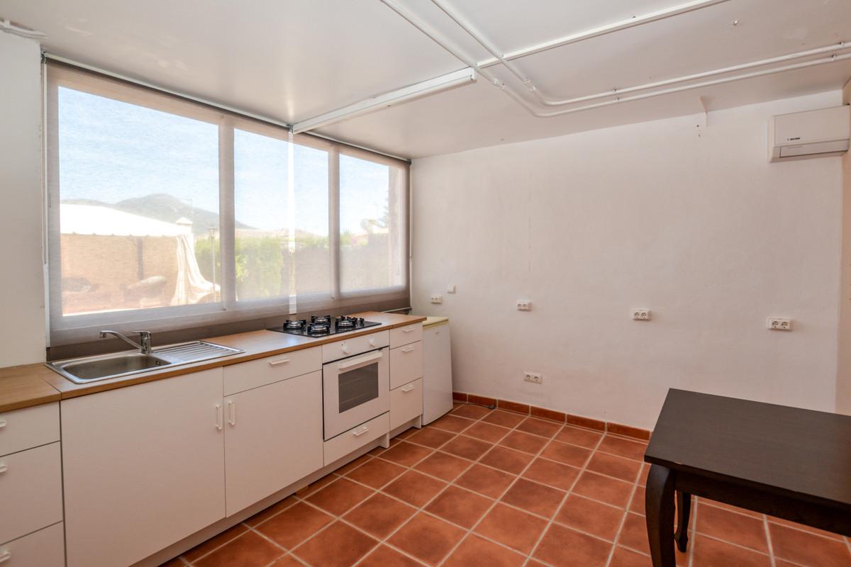Villa con 4 Dormitorios en Venta Coín