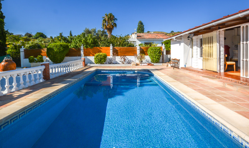 Detached Villa set in quiet urbanisation on the outskirts of Coin close to transport. The property i,Spain