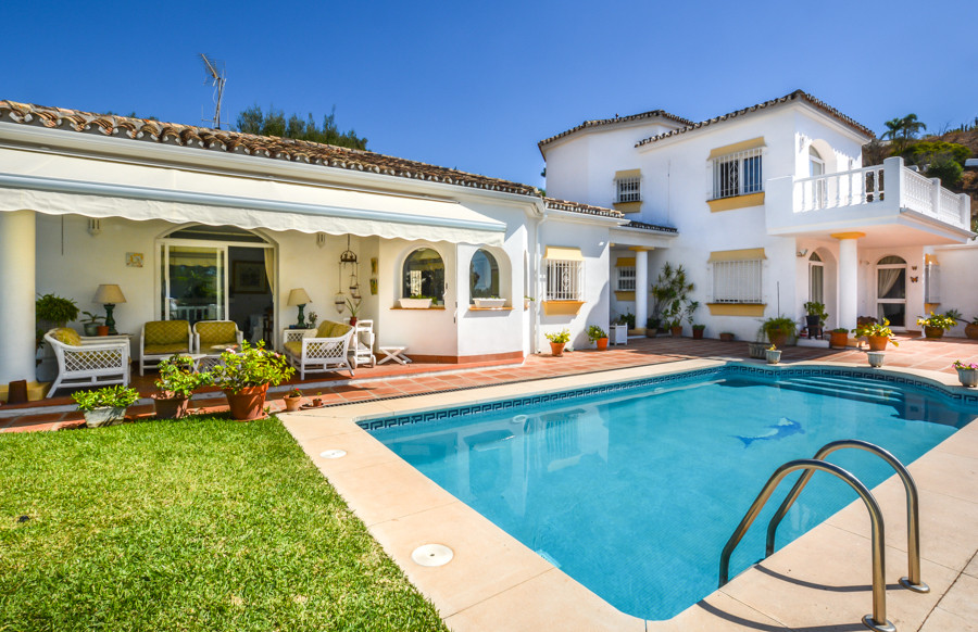 Spacious detached villa with all day sun located in a much sought after residential area set in a qu,Spain