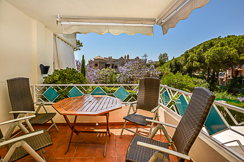 Beachside apartment in a great location within walking distance to all the amenities and 200m walk t,Spain