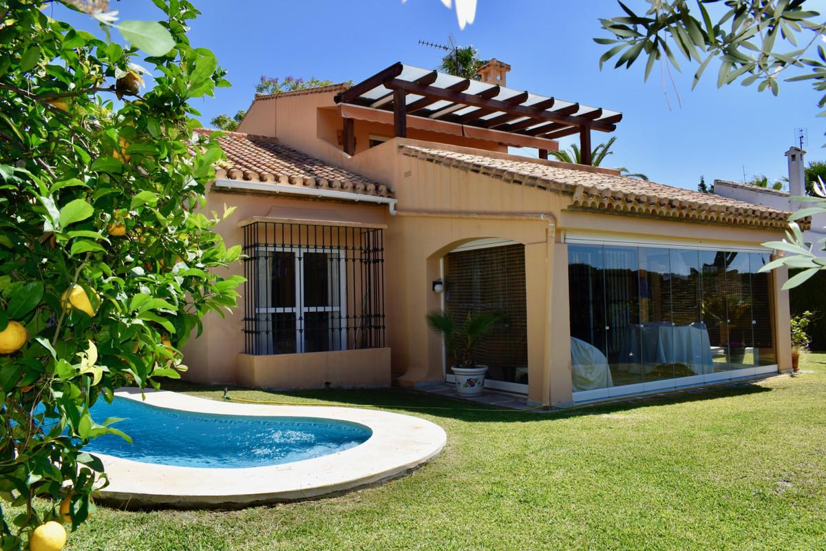 Marbella Banus Villa – Chalet en Venta en Elviria – R3453994