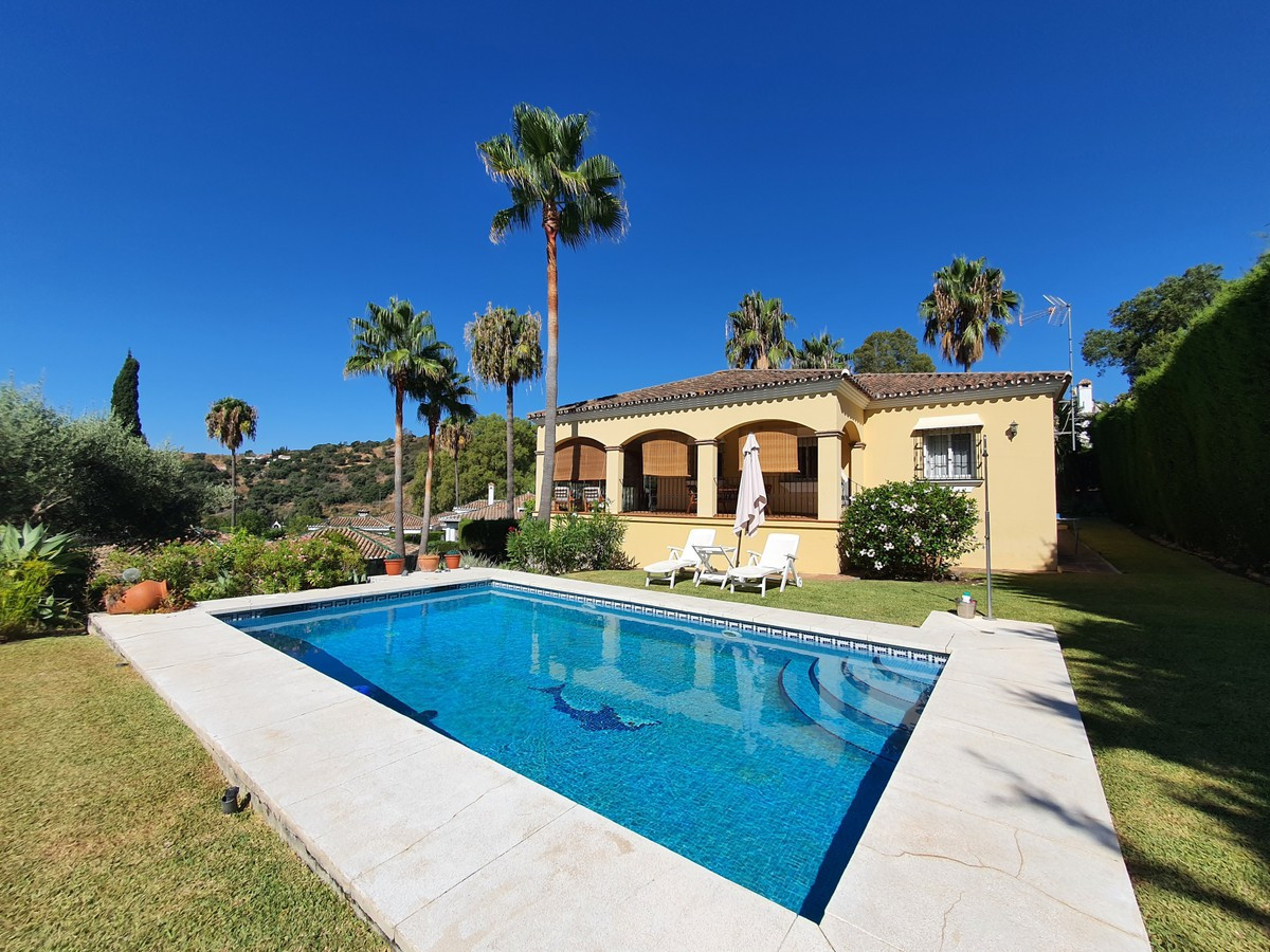 This beautifully well-kept villa is a must see, boasting a large plot of 1330 metres squared there a,Spain