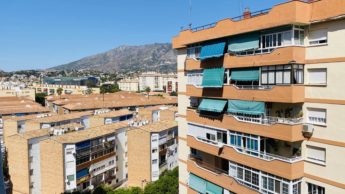 Now for sale an affordable bright and spacious 9th floor apartment in a condominium with elevator in,Spain