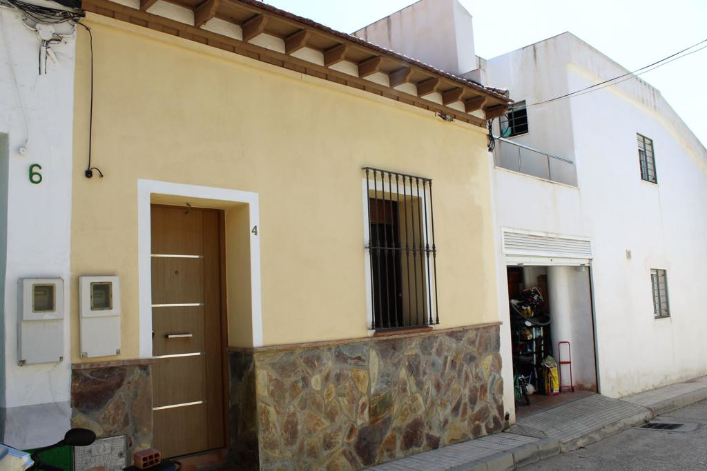 Small townhouse of 1bedroom in the heart of Pedregalejo. The house needs to be renovated and there i,Spain