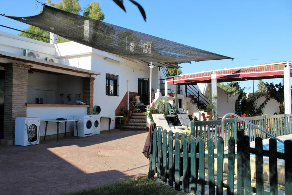 Opportunity! Well equipped rural house just 1 km from Fuengirola. The house has 3 large bedrooms, ba, Spain