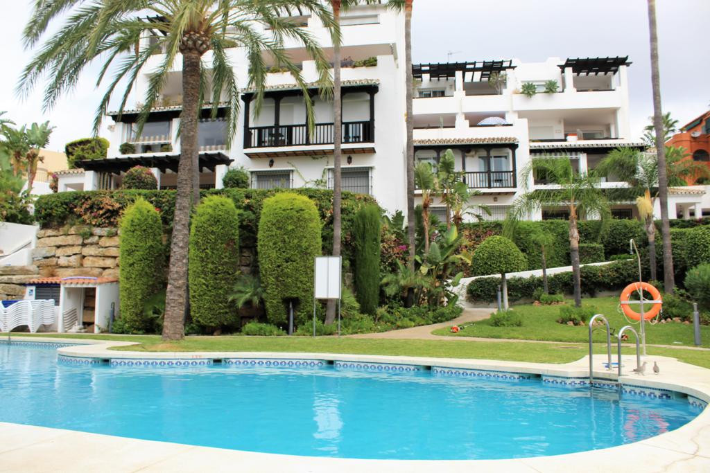 Spacious apartment with sea views. The property has 2 bedrooms, one of them with access to the terra, Spain