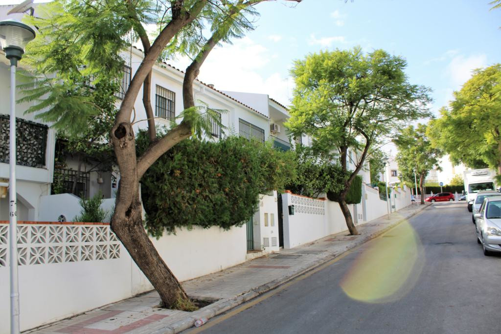 Splendid townhouse in playamar. Distributed over 3 levels with 3 bedrooms, 2 bathrooms, 1 toilet, li, Spain