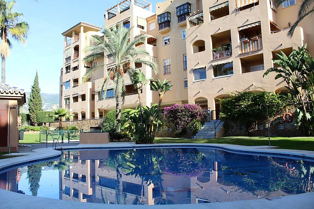3 Bedroom Middle Floor Apartment For Sale Los Pacos