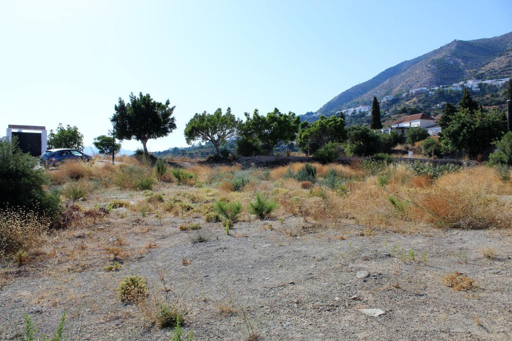 Plot of 925m2 located near the road of Mijas about 500 meters from the village of Mijas. A privilege, Spain