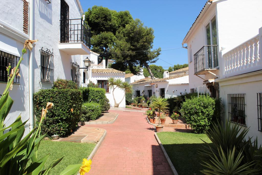 Opportunity! Townhouse with 2 bedrooms, 2 bathrooms, living room with fireplace, kitchen, patio, ter,Spain