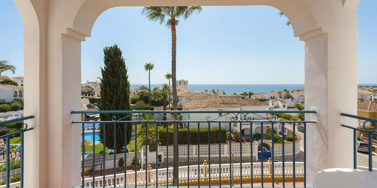 Completely renovated apartment, 70m2, 2 bedrooms, 2 en-suite bathrooms, equipped kitchen, terrace, g,Spain