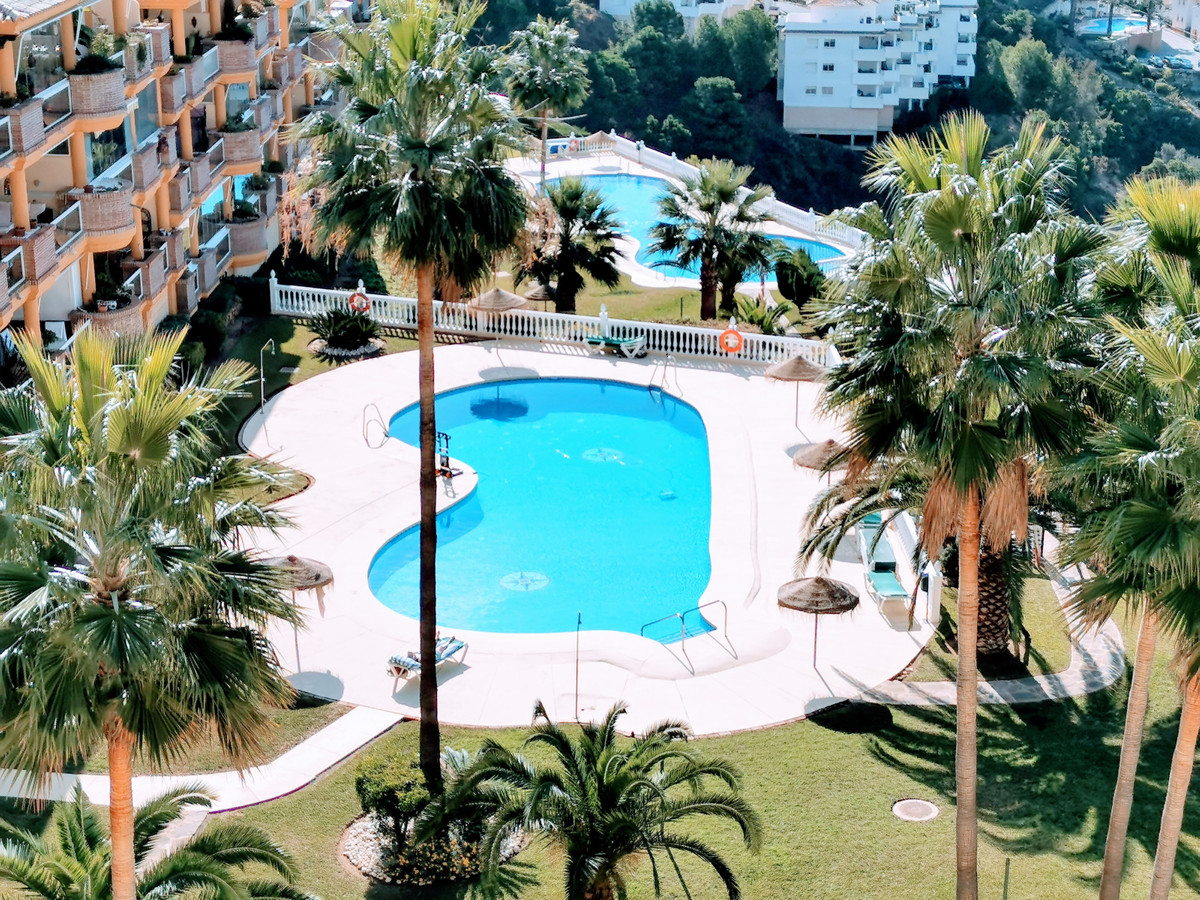 Lovely 2 beds, 2 bath  appartment with fantastic panoramic sea view. in upper Calahonda with 2 pools,Spain