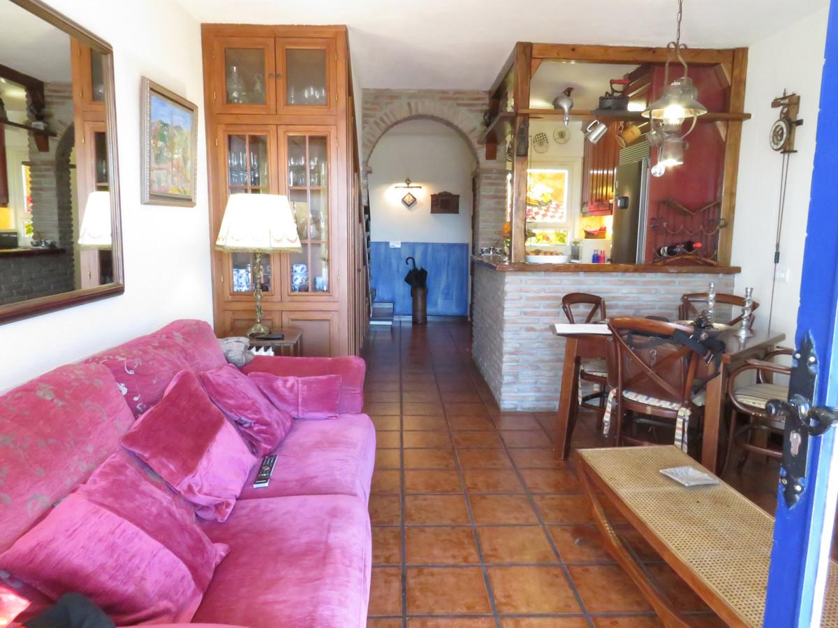 Apartamento Planta Media en Venta en Calahonda – R3583870