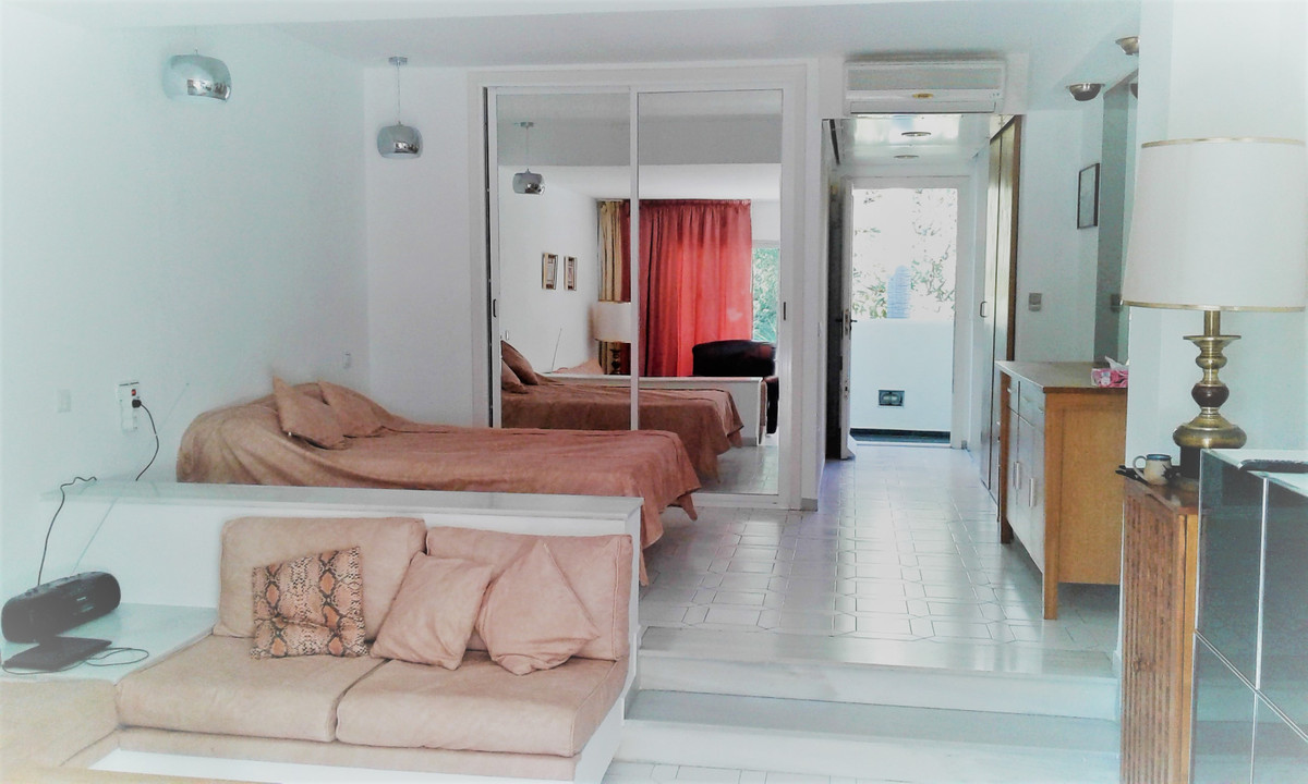 Nice and cozy studio in Miraflores pueblo, close to the beach (10min walking distance) and amenities,Spain