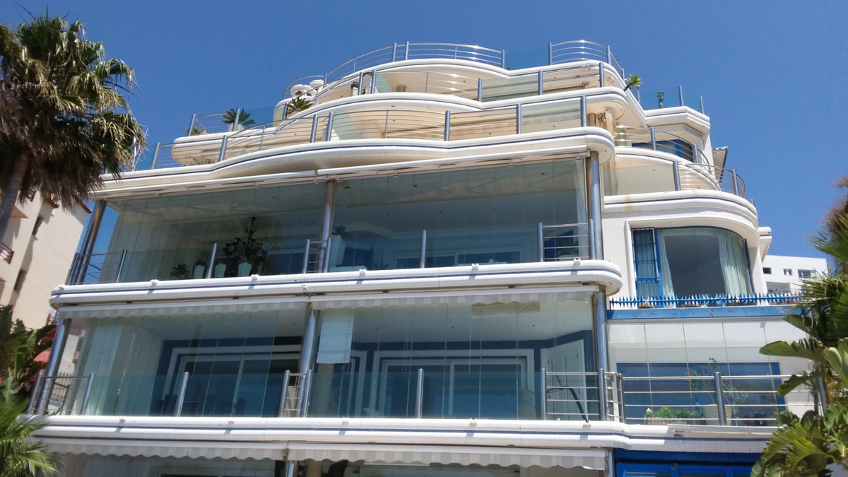 UNIQUE IN FRONTLINE BEACH. COSTA DEL SOL. large and beautifull EXCUSIVE appartment of 3 beds and 2 b,Spain