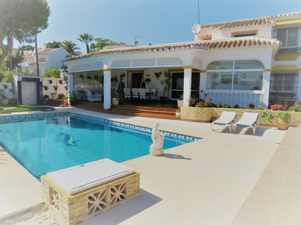 FANTASTIC DETECHED VILLA WITH SEA VIEW, 1000 m2 plot, 532 m2 built. In the high part of calahonda. 5,Spain