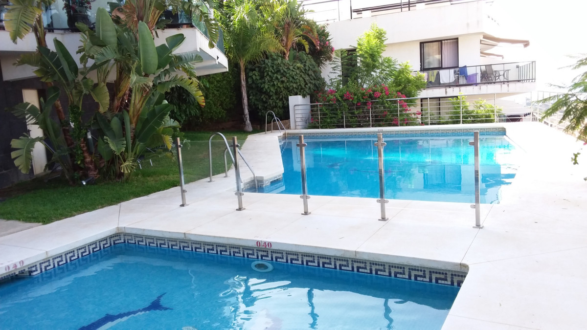 Beautiful apartment on the first floor located in a lovely complex at the top of Riviera del Sol,  w, Spain
