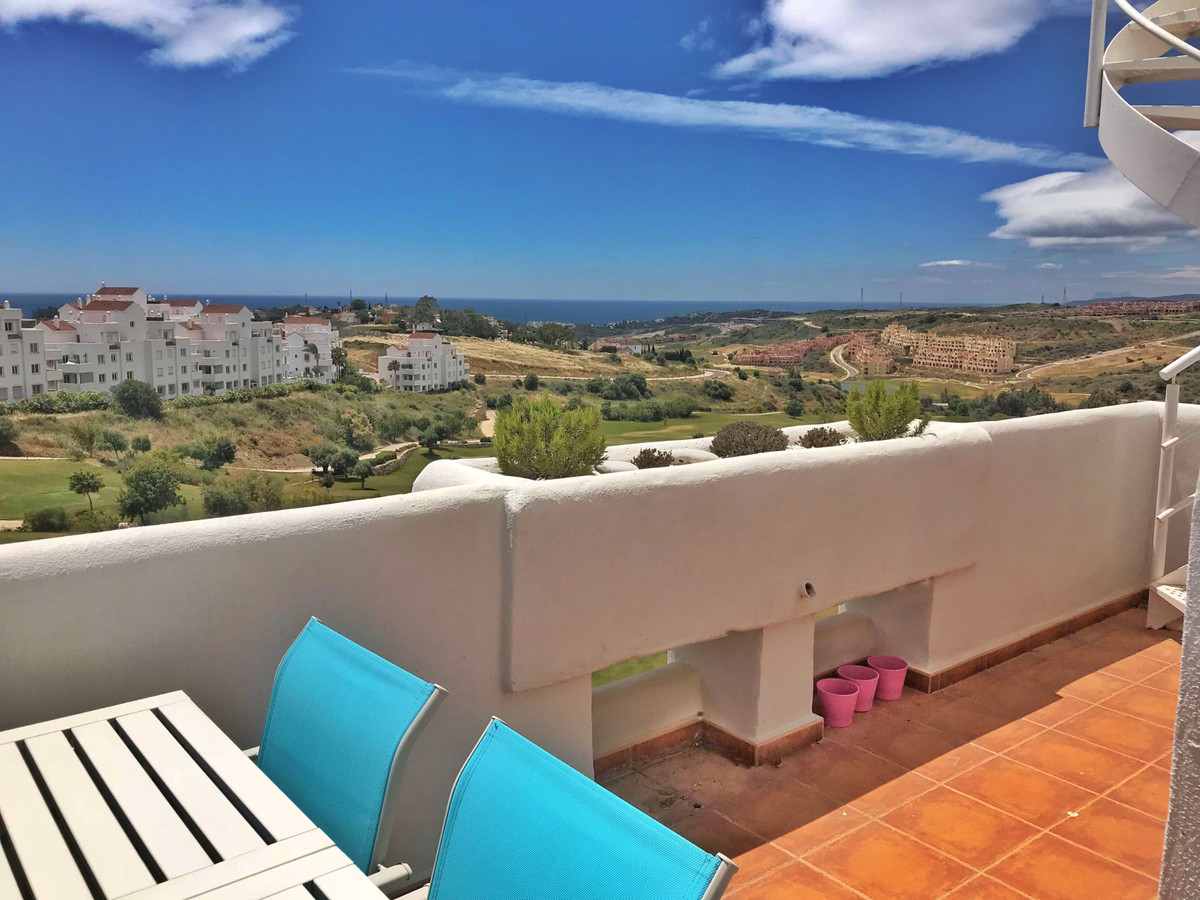 Set within the popular Valle Romano Golf Resort, this frontline golf with panoramic sea views pentho,Spain