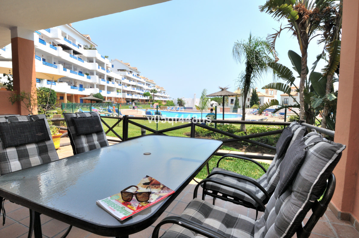 In La Duquesa in the middle of the golf course is this spacious ground floor apartment located. Cons,Spain