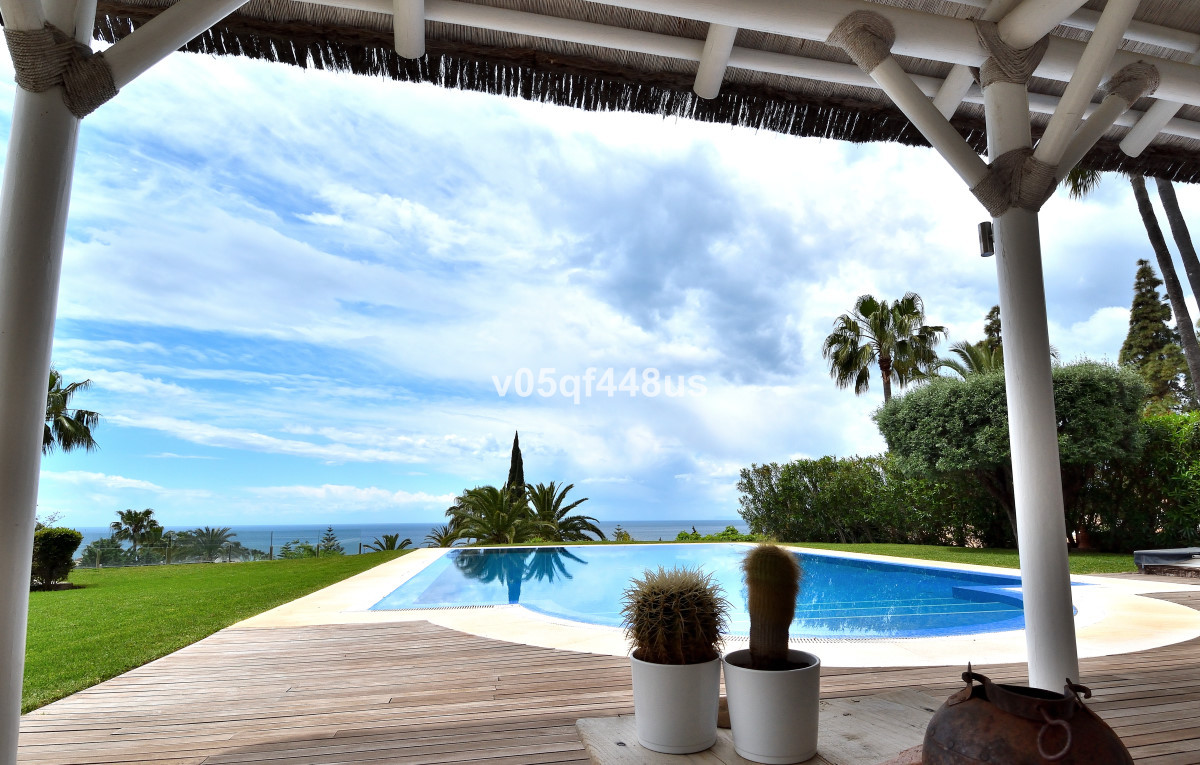 Elegant south-west villa with well-kept garden, completely renovated in 2010. The villa is in the qu,Spain