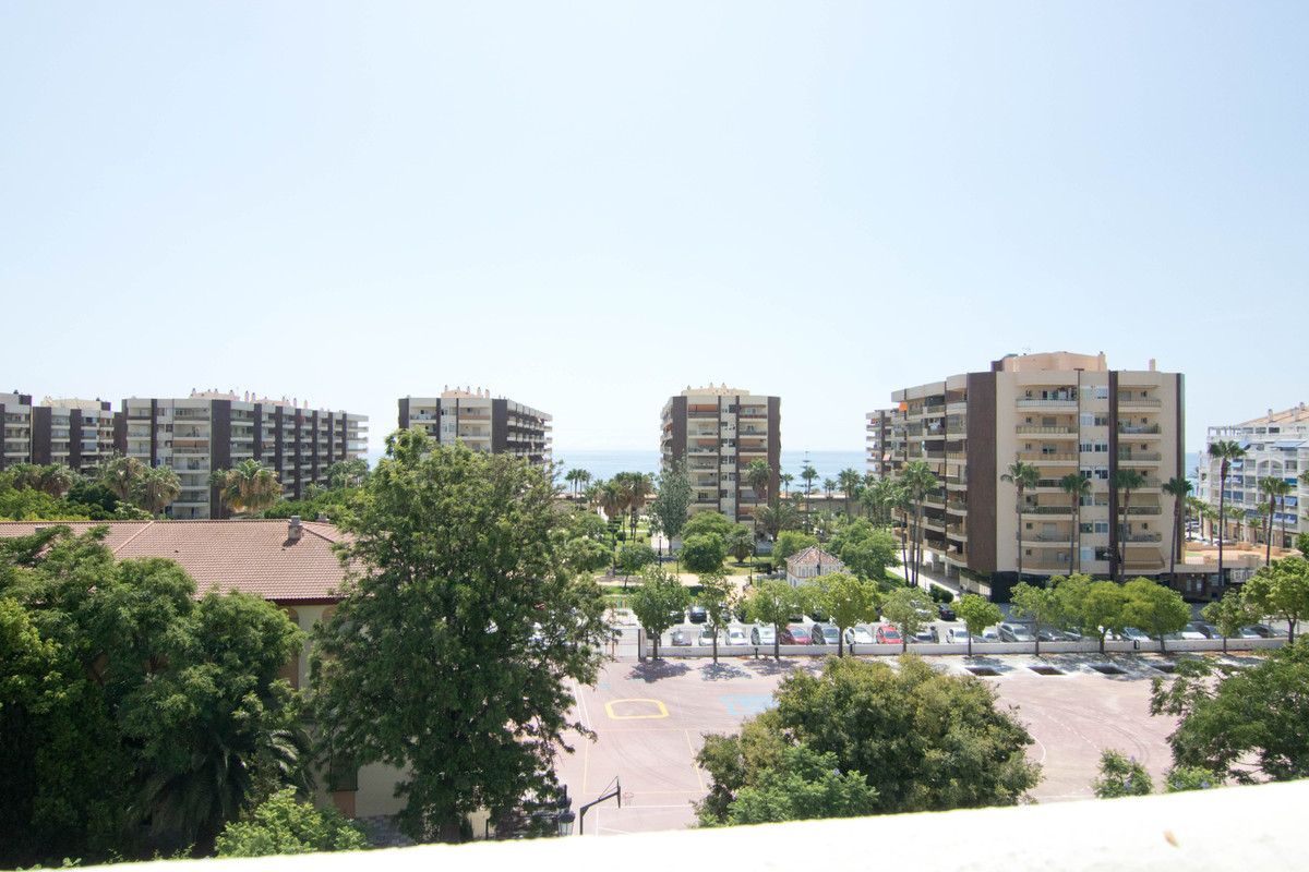 Beautiful 4 bedroom apartment in the Miramar area. The house has been renovated in 3 since the cover,Spain
