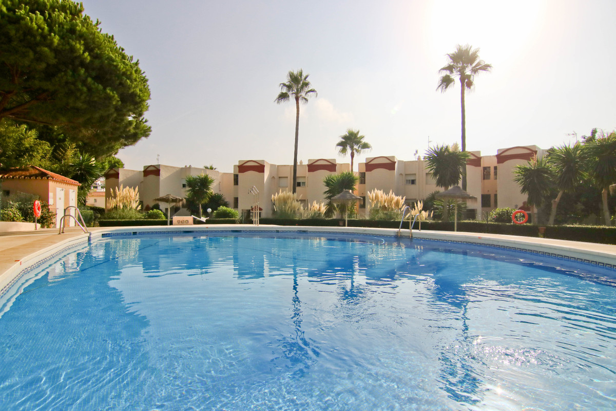 Very well maintained 2 bedroom apartment with sea view located in the lower part of the riviera del ,Spain