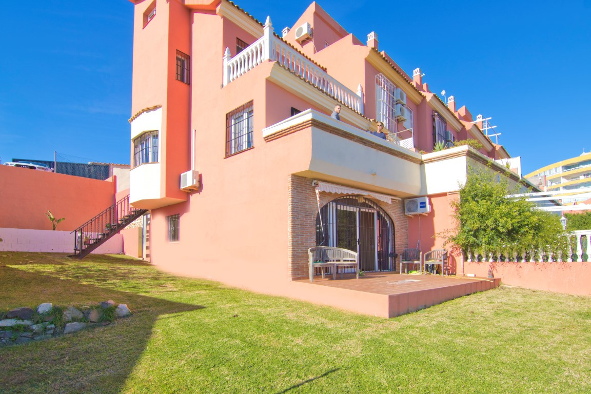 Semidetached Villa with spectacular sea and mountain views in Torreblanca, Fuengirola Making corner , Spain