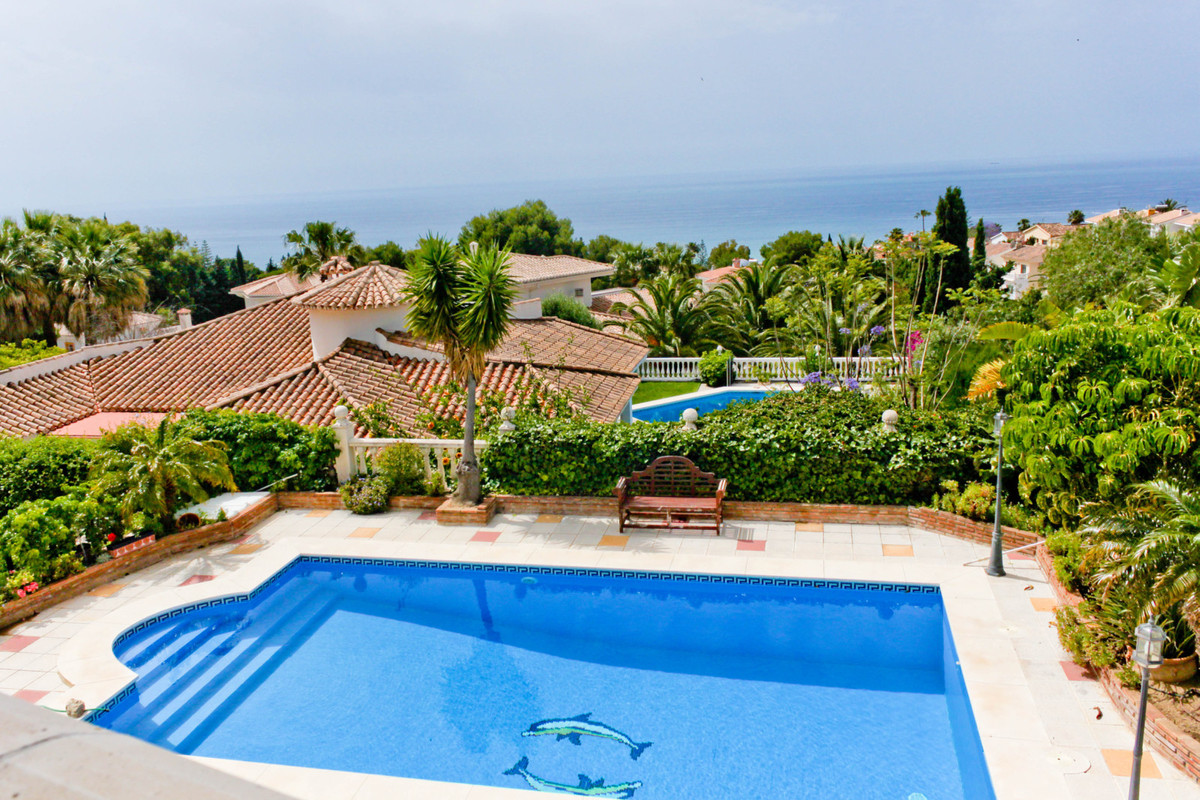 Private villa with 5 bedrooms, living room with fireplace and exit to the terrace overlooking the ga, Spain