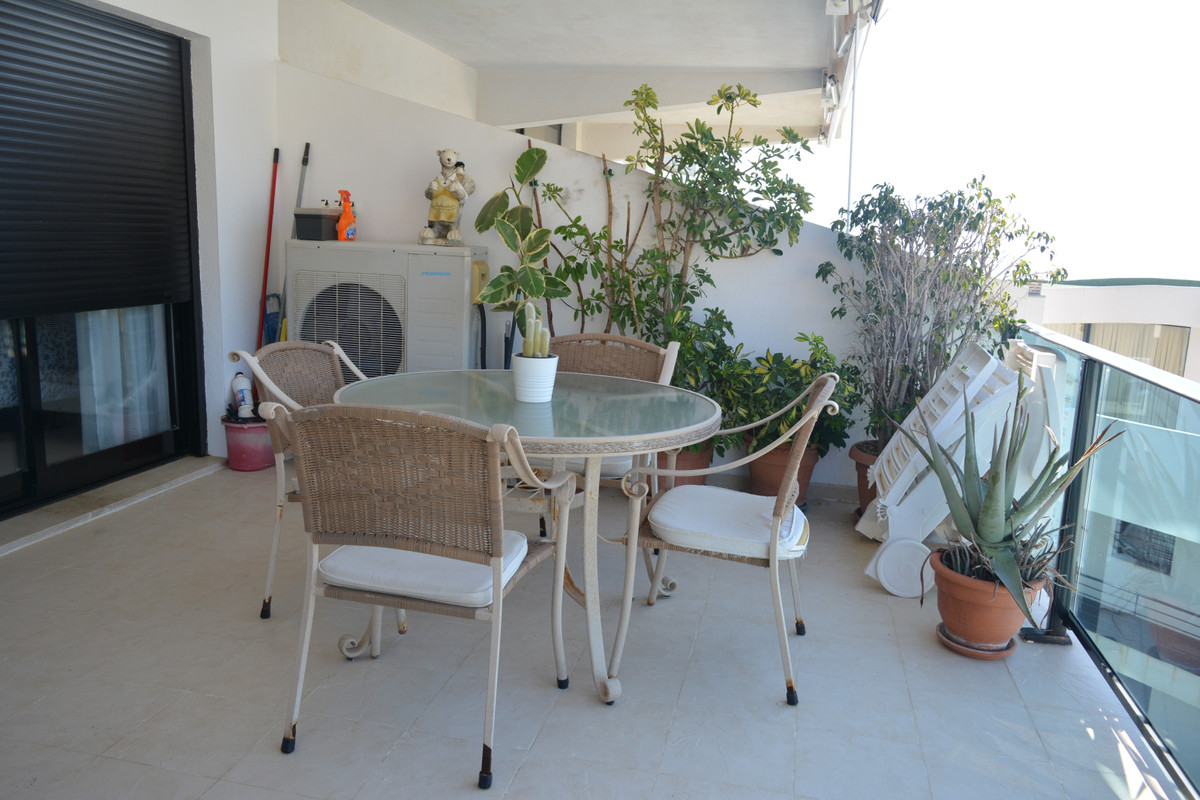 Stunning groundfloor apartment in the top of Riviera del Sol. 2 bed 2 bath. Excellent conditions. Fu, Spain