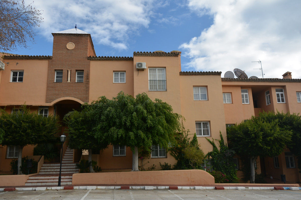 Cozy apartment with great rental potential all year round in Riviera del Sol, Mijas-Costa.  Located ,Spain