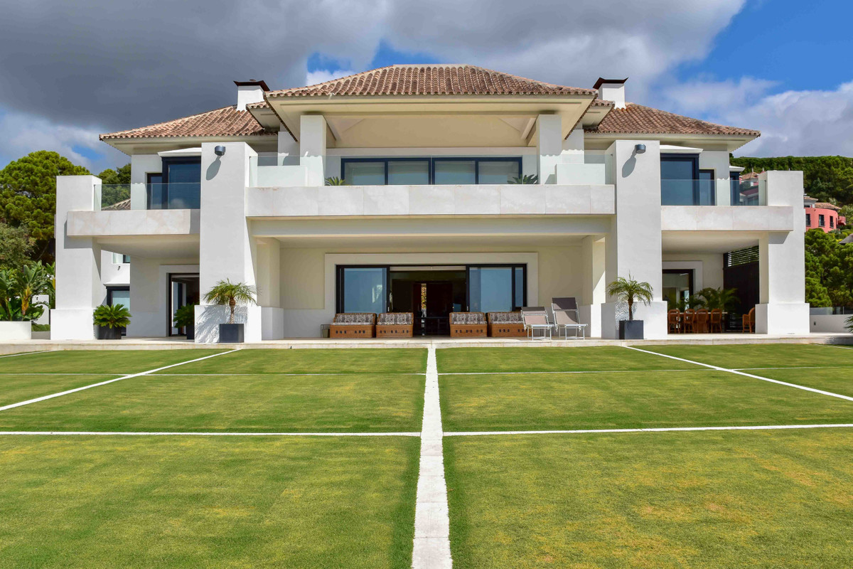 EXCLUSIVE LISTING!   This is an absolutly superb property located in one of the most prestigious urb,Spain