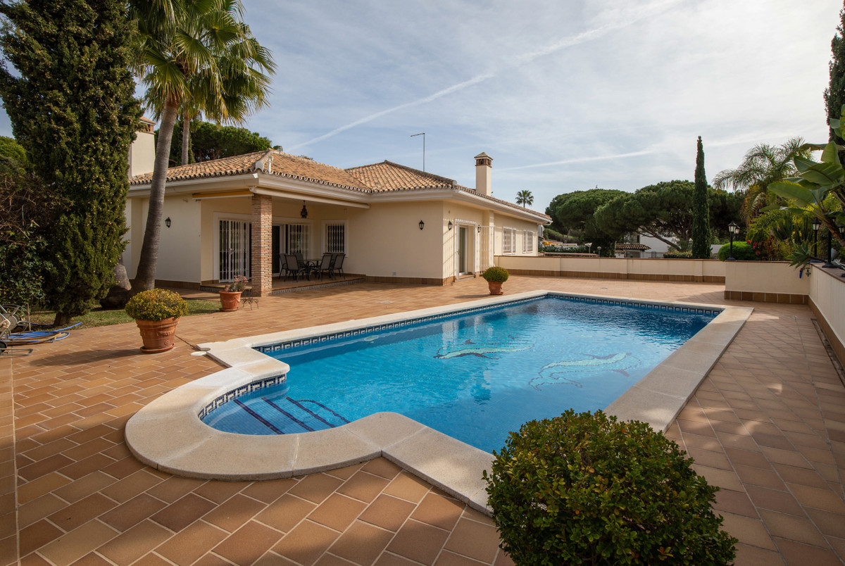 LOVELY VILLA RUSTIC STYLE  IN THE HEART OF CALAHONDA!  THE VILLA IS MAINTAINED IN PERFECT CONDITIONS, Spain