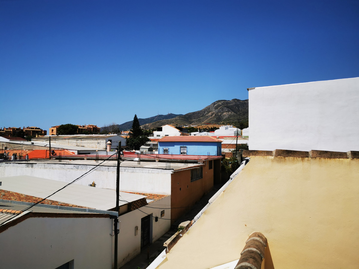 An excellent centally located town centre apartment walking distance to El pinillo trainstation as wSpain