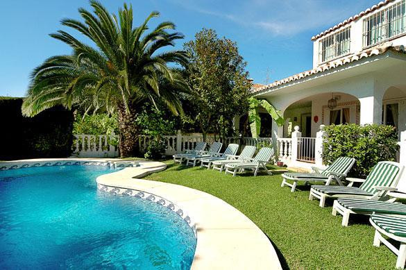 This spectacular Villa is located on a large 1000m2 Plot. The Villa is 350m2 Built with 140m2 Terrac, Spain