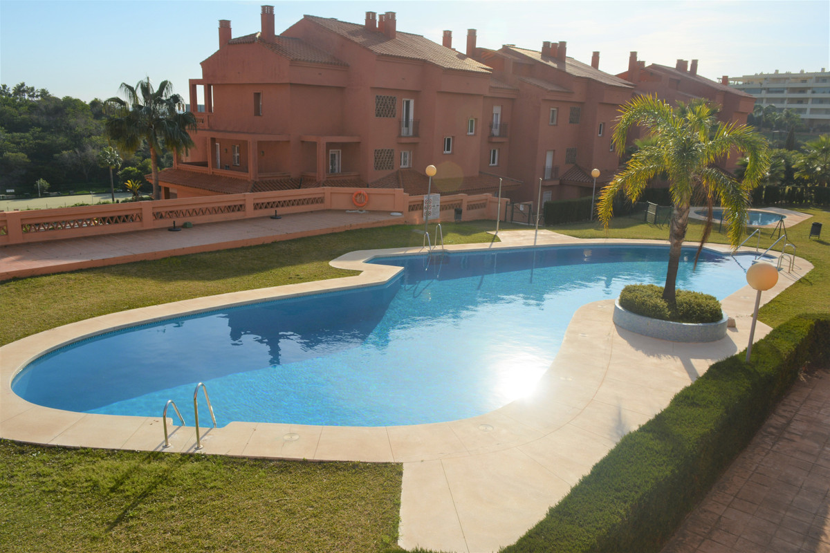 (062 ) BRIGHT APARTMENT BETWEEN THE GOLF AND THE SEA IN EL CHAPARRAL, MIJAS-COSTA.  Located in a bea,Spain