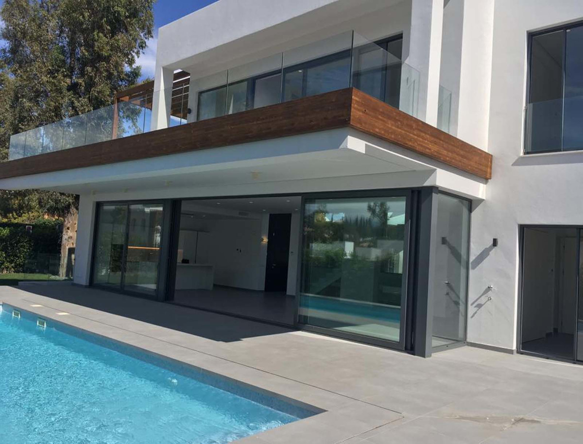 NEW PROMOTION OF INDEPENDENT VILLAS IN ATALAYA !!!! Prices from 749.900 €. Formed by 5 different typ,Spain