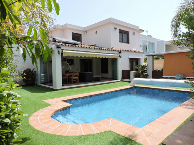 MAGNIFICENT VILLA IN MARBELLA LAS CHAPAS, comfortable 500m from the beach in a quiet residential are, Spain
