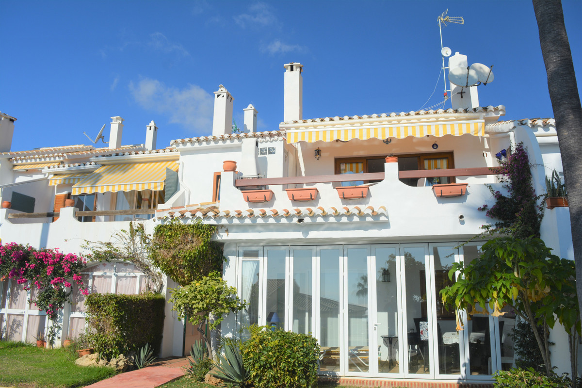 FOR SALE; Nice 3 bedroom apartment completely renovated, with panoramic sea views in Calahonda, Mija,Spain