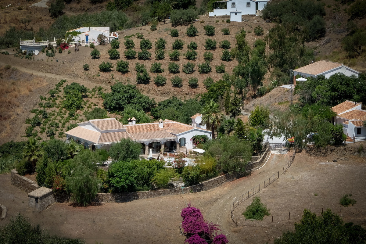 Idyllic and exquisite country estate, ideal for horse lovers, located close to the National Park and,Spain