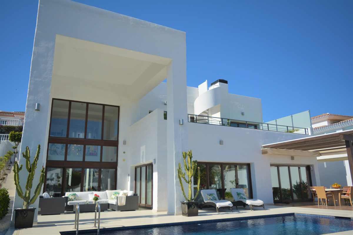 Recently renovated individual villa at Riviera's heart in front of Miraflores golf, a relaxing l, Spain