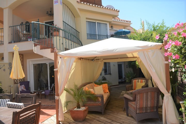 Immaculate 3 bedroom semi-detached villa in a nice private urbanisation of Riviera del Sol.  This pr,Spain