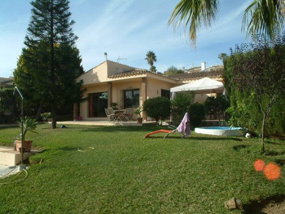 Lovely villa situated in Calahonda just 1km from the beaches of Calahonda/Cabopino. The Villa is loc,Spain