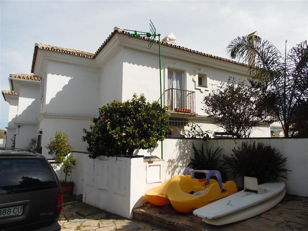 HUGELY REDUCED FROM 520.000€  TO 469.000€ !!!!   Fantastic semi-detached house in front of El Faro b, Spain