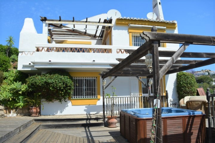 (30) BARGAIN DETACHED VILLA ON CALAHONDA GOLF COURSE WITH LOVELY PANORAMIC VIEWS Very good investmen,Spain