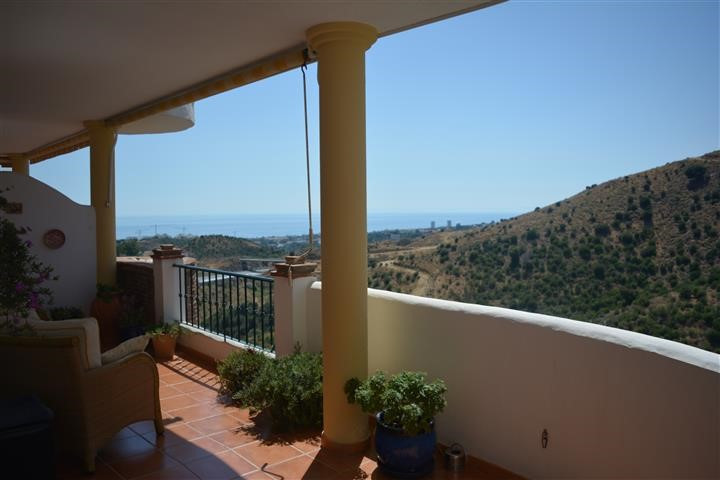 (060) BRIGHT 2 BEDROOM APARTMENT WITH PANORAMIC VIEWS.  This sunny and bright 2-bedroom apartment is,Spain