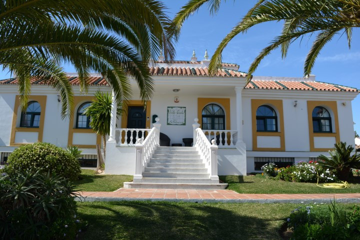 MODERN LUXURY VILLA JUST 500 M TO THE BEACH AND CLOSE TO RESTAURANTS BARS AND SERVICES.  IDEAL FOR U,Spain