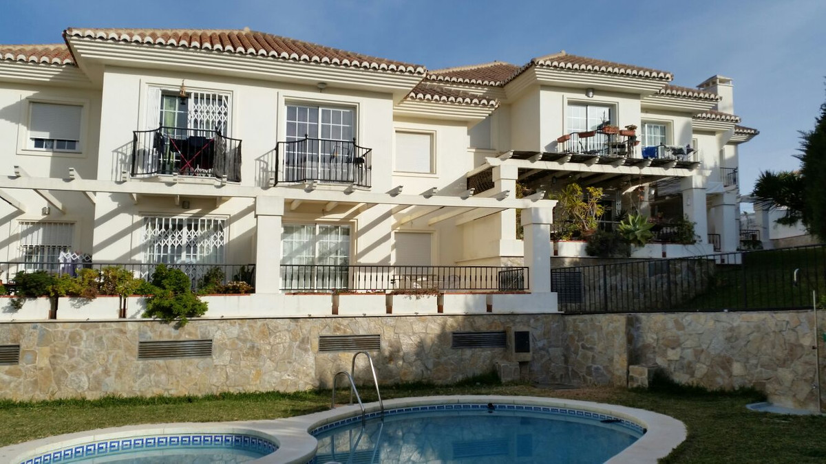 This is a spectacular location in lower Riviera del Sol just 200 metres from the beach. The apartmen,Spain