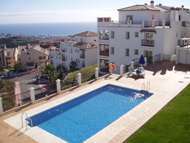 For Sale; A Wonderful apartment overlooking the Sea, in the upper part of Calahonda, Mijas-Costa. Lo, Spain